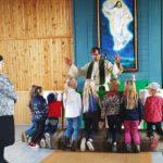 Lapsia siunattiin koulutielle