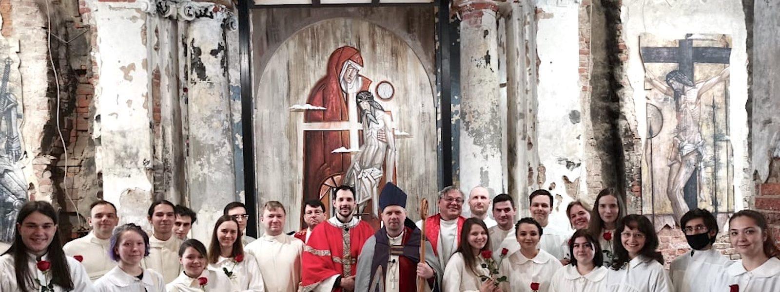 Konfirmaatio Pietarin Pyhän Annan seurakunnassa